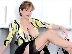 Unfaithful english mature lady sonia shows off her enormous