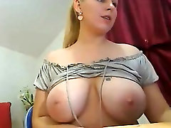 A very sexy mom hungry for shows off Sibyl from 1fuckdatecom