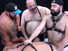 Bareback loving gays enjoy group sex