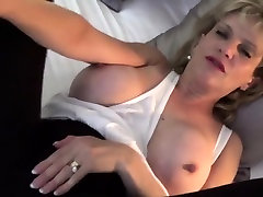 Cheating english mature lady sonia shows her gigantic melons