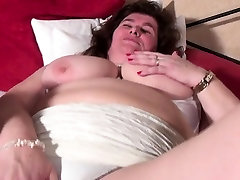 Joey from 1fuckdatecom - Mature bbw mom with unshaved pussy