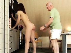 Busty brunete fucked un spermed Katru vienreizēju labajā pl