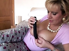 Unfaithful british mature lady sonia reveals her massive bal