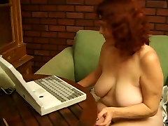 할머니 ginette masturbed 장난감