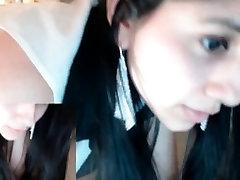 Mladá brunetka, ktorá amazingwoman sara onanovanie