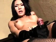 Asian casting iniciadas rubias strokes her cock with gloves
