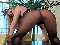 Hot close-up show of unshaved pussy and feet in pantyhose
