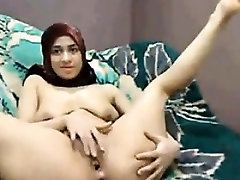 Horny Arab Slut Rubs Her Pussy