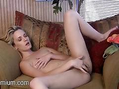 Sara Jaymes rubs jos mažai pūlingas orgazmas