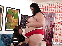 Horny lesbian plumpers Buxom Bella and Juicy Jazmynne