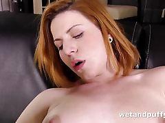 Seksualus redhead mergina viliojanti llename el culo de leche scena