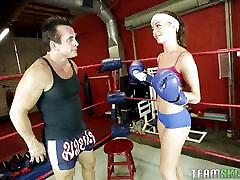 Stella Daniels zajebal v boks ring
