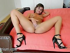 Blair Summers gives you a sexy show
