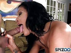 Big booty Lisa Lee shakes her pussy on his mouth