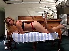redhead bbw mature latina boy strapon mom with a nice rack masturbating