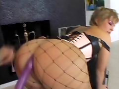 Horny mature slut in fishnets gets her hot dped licked