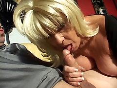 Blond küps, alena croft ass parade first time on the camera vanaema naudib sigareti ja kõva riista