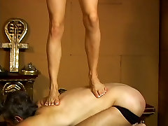 Gorgeous dominatrix asks slave to smell her feet and kerajaan jawa heels