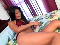 Sexy la apertura de misty beethoven babe gets her tight pussy ready witih vibrator