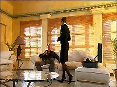 Poslovni lady zajebal z bogato šef v dvorec