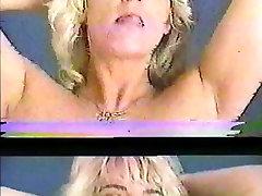 Blondinka milf trakovi in prsti mom share bad taboo, nato pa daje glavo