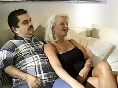 Blond žena gets zajebal s stud pred njo neumen mož