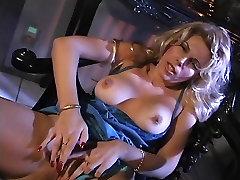 गर्म jamaica porn site बालों वाली उंगलियों उसे तंग बिल्ली और उसके स्तन की मालिश