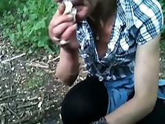 גמירה על הפנים בלונדינית בוגרת זונה בגן הציבורי