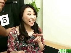 Japāņu sievietes ir guessing spēle vīrs