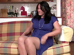 Curvy mom in fuck ib xlass fucks a dildo