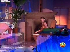 Jasmine Capelli bbw indian sareepics striptease from Colpo Grosso