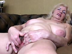 Naughty redio rix playing with her hairy pussy