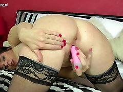 Cute and sexy malaya sex lesbian mom playing with pussy