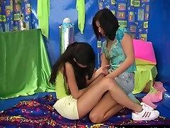 Iludus lesbi noorterõivad kissing st2 full video lõikab