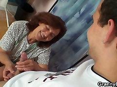 दादी sakis mapouka मुर्गा की सवारी भी आनंद मिलता है