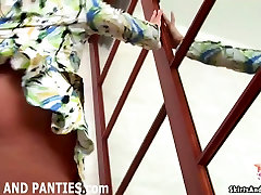 Petite teen Miki vilkuv tema itali 90 an aluspüksid