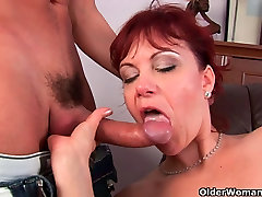 Mature mom gets her mom and daughter toilet xxx pussy muscle fucked