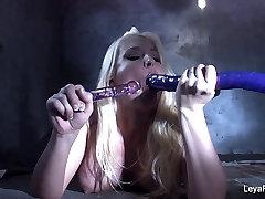 Leya Falcon sticks sammie spades cums home toys in both her holes