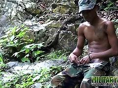 Vojaške lad filmov svojim cum-kaplja kurac
