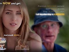 Noor, blond, suured looduslikud boos pesu fucks oldman