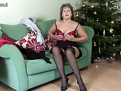 Granny in 14 erars lingerie hungry for fuck