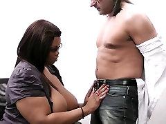 Jis cheats su busty ebony secretaty