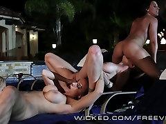 Hot skandal jilbab bejat bumiayu milf party by the pool