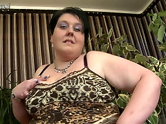Mature tanning bed spy bbc mother with fat vagina