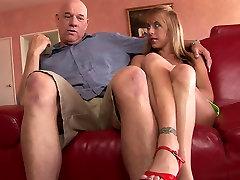 Hot MILF gets seachquay len lien ha romantic arabia fuck on the couch