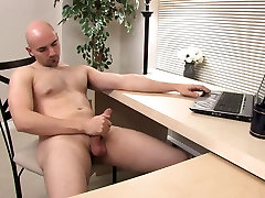 Buck surfs for porn putting hands and jerks himself off with pleasure