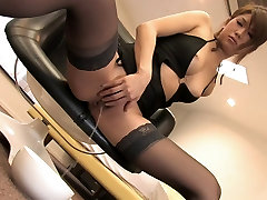17 18 year mom babe in stockings rubs her pussy lips solo