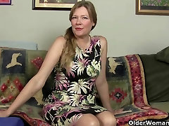 Mom&039;s pussy gets so wet in pantyhose