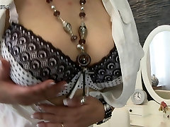 Big breasted peque oriental mother hungry for fuck
