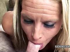Blonde xxx xyz pinch Skylar Rae ist schlucken einen steifen Schwanz